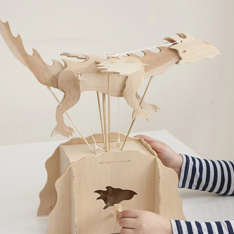 Looking for a project thats fun & #educational? This build your own #dragon #kit is designed for 8 years +. When its built, simply turn the handle to see the wings flap & legs & head move. Supplied in a personalised drawsting bag nolagiftstore.co.uk/collections/ch… #forkids #earlybiz