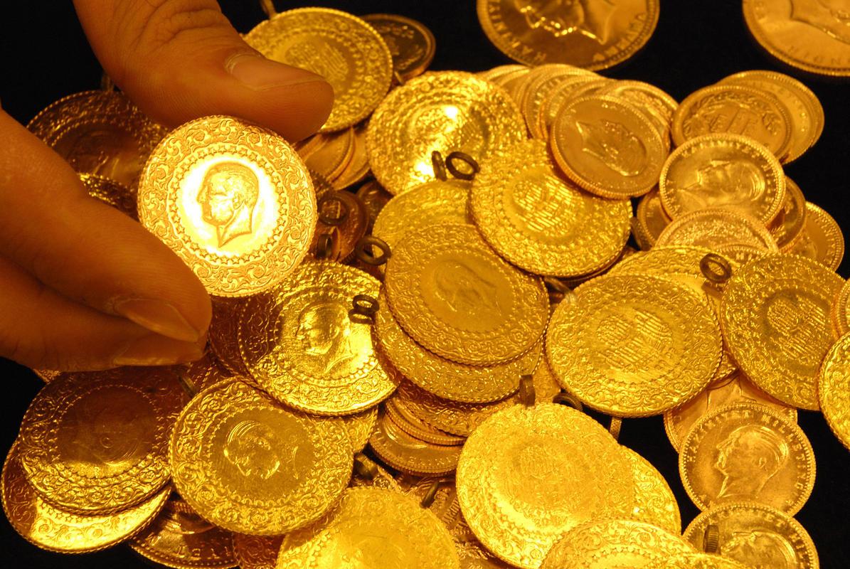 Gram altın 347 liraya çıkarak rekor kırdı, çeyrek altın 566 lira ve Cumhuriyet altını 2.142 liradan işlem görüyor. bit.ly/2UCBecM