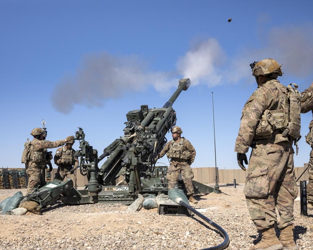 المدفع M777A2 الامريكي المقطور عيار 155 ملم  EUqWuxPUMAIpbP2?format=jpg&name=medium