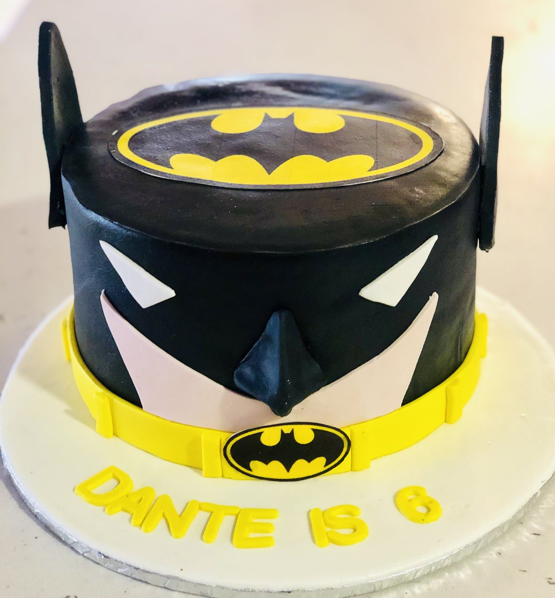 Pleasant Cake City On Twitter The Ultimate Batman Themed Cake Size 3Kgs Funny Birthday Cards Online Sheoxdamsfinfo