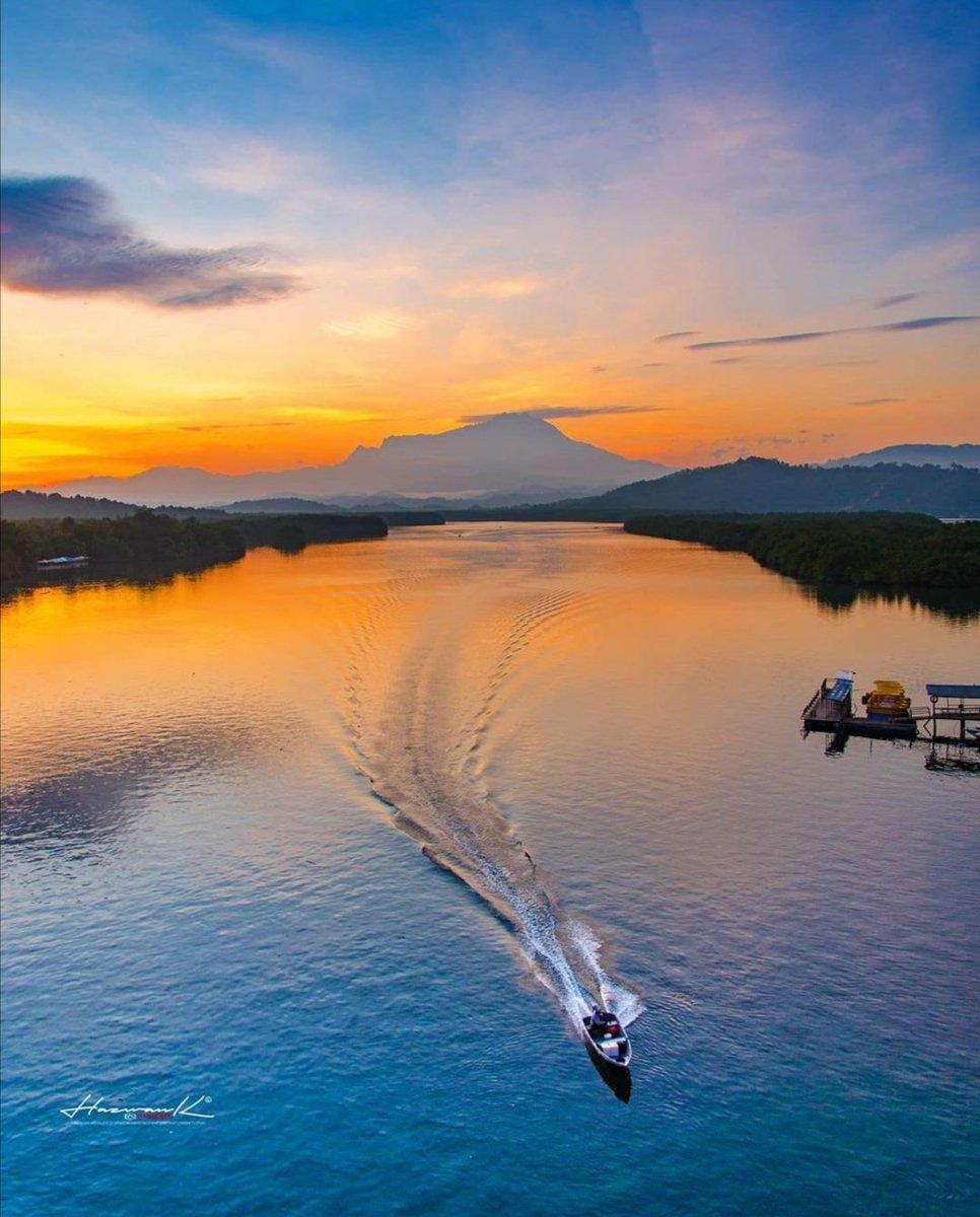 sweet escape with the beautiful view    : Gayang , Tuaran    : @hazwankamisin   #truebeauty #photography #amazingview #sabahtourism #travelphoto #enchantingsabahpic.twitter.com/ejIBt9WXrF