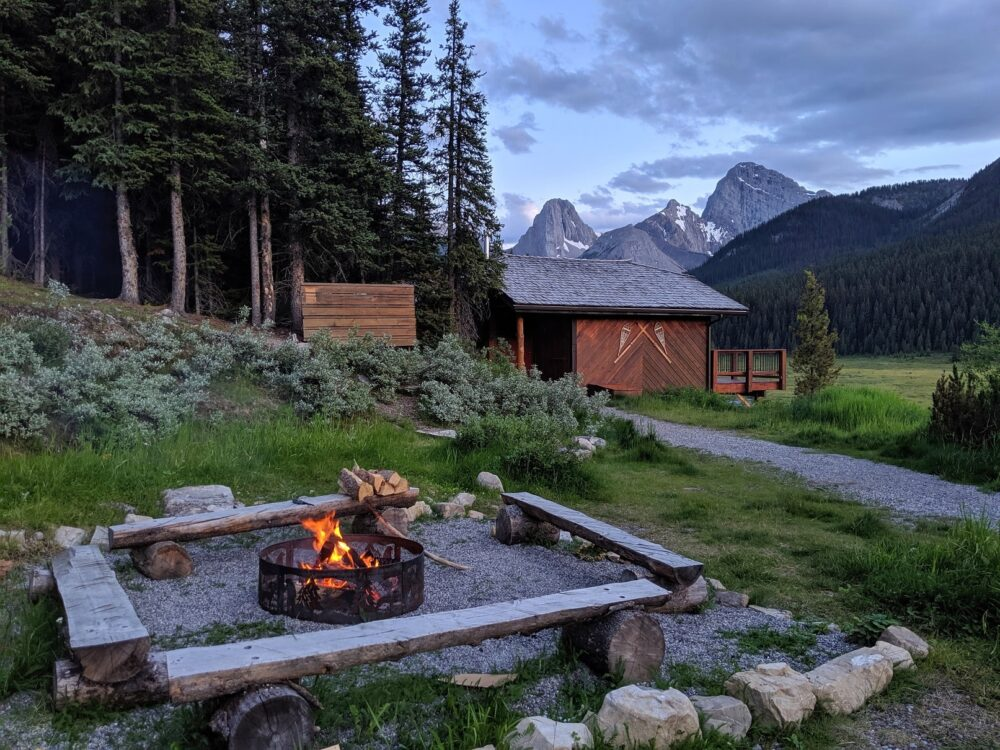 Thinking about next years travels?  Take up the challenge of #TrailRunning in the #CanadianRockies - Banff National Park and give yourself a real treat! #Body #Mind and #Soul #WellnessWednesday http://ow.ly/hhPm30qjiGppic.twitter.com/lc0JhmwpVS