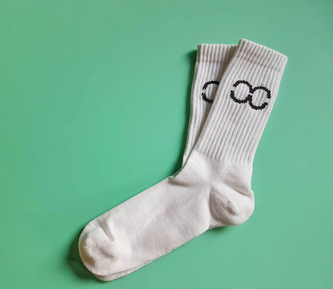 Custom athletic streetwear socks.  #customsocks #sockstagram #socksoftheday #sockslover #socksaddict #sockswag #sockgame #sockdoping #socksofinstagram #socks #recycled #sustainable #whitelabel #merch #customdesign #swag #custommade pic.twitter.com/GXiqfVdFTk