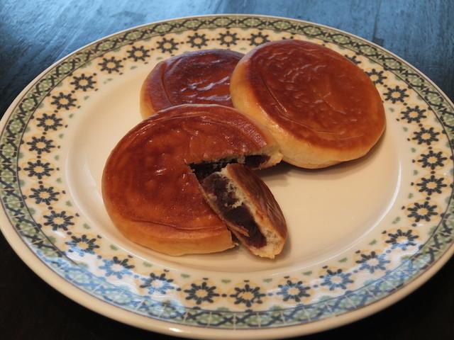4/4は #あんぱんの日1875年4月4日、あんぱんを明治天皇へ献上ことから制定。今日のおやつにいかが?■「あんぱん」をおいしく食べる方法■ホケミで作る「コーヒー蒸しあんぱん」■サクサク!「あんぱんクッキー」