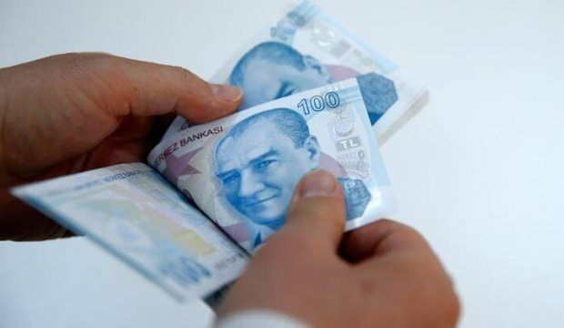 İstanbul Valisi Ali Yerlikaya, Ekonomik İstikrar Kalkanı Paketi kapsamında nakit 1000 TL'lik sosyal yardımın, ailelere evlerinde teslim edilmeye başlandığını duyurdu bit.ly/39DQN8k
