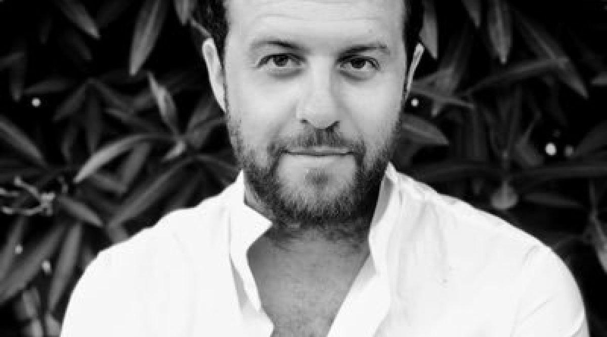 """#INTERVIEW CB News poursuit ses interviews des responsables du monde de la communication pour savoir comment ils vivent cette crise.  ➡️ Romain Rossignol, @ADUX_France : """"Nous sommes livrés aux mains du numérique"""" https://t.co/6k5k3RIYjR https://t.co/qawjsppT5M"""