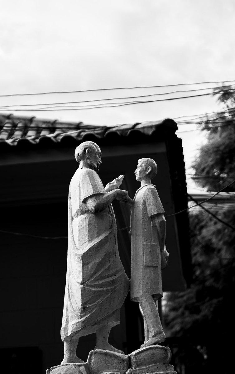 Pequeñas estatuas qué están lejos de vista diaria! Little statues that are far from daily sight! #blackandwhitephoto  #blackandwhitephotography  #streetphotography  #streetphoto   --------- #lightroom #sony #sonyalpha #bealpha #sonyphotography #sonyphoto #photographypic.twitter.com/QHNY5SI5qx