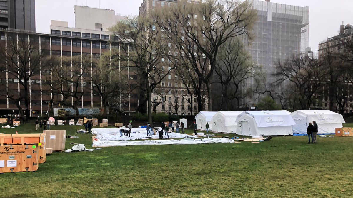 RT @Sousuke_Koyama: NYCのセントラルパークの仮設病院。本当に『Division』の世界になってきた。 https://t.co/fpXQf0Aghi