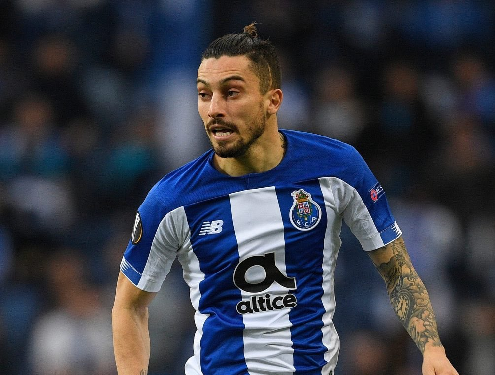 PSG are turning to Alex Sandro as second option to Alex Telles, due to Chelsea already being in 'very advanced contacts' to sign Telles.  - Paris United <br>http://pic.twitter.com/twe2oLtSgB