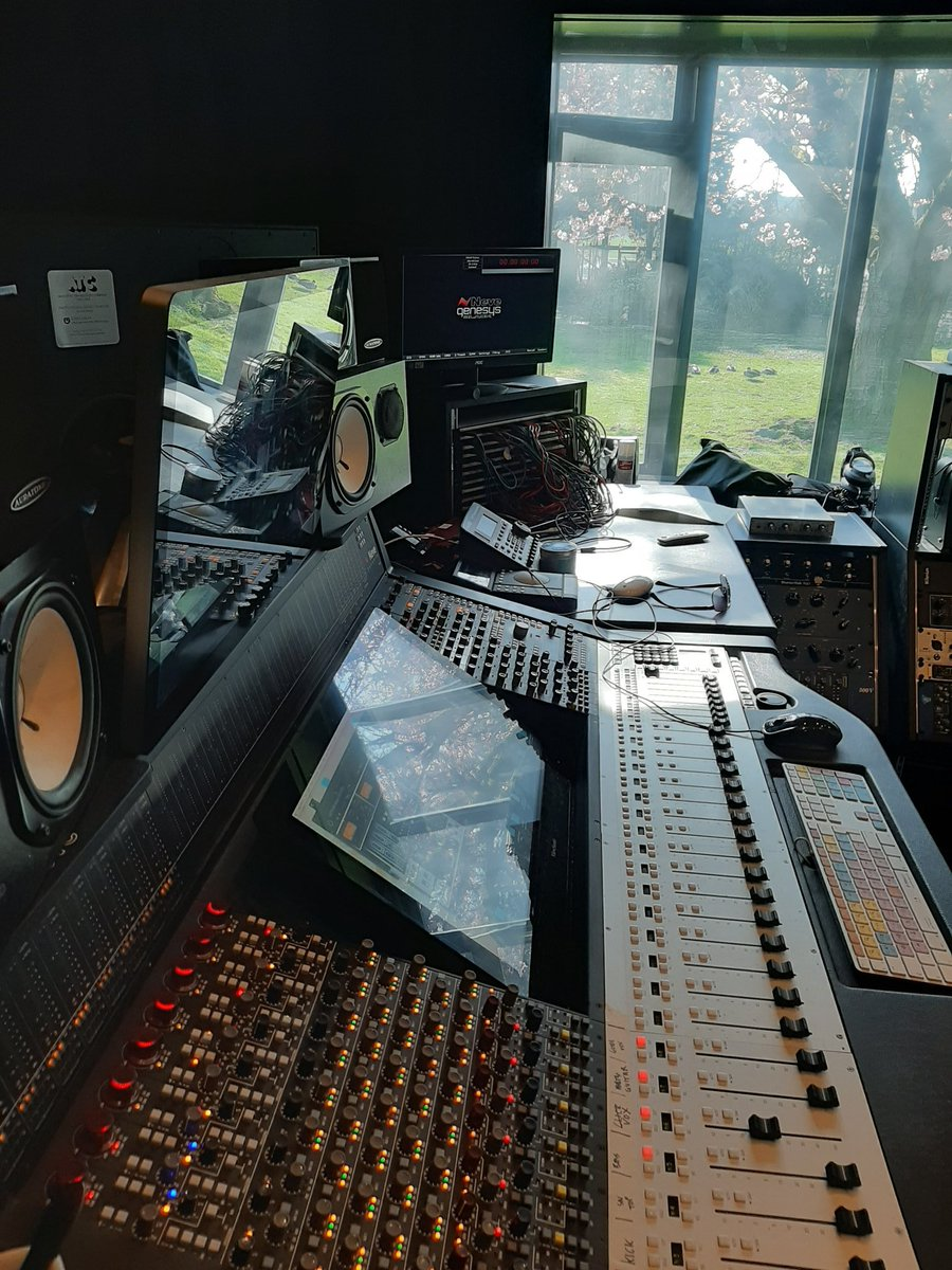 Still open, all being remotely. Mixing and mastering work very much welcome. Send us your stuff, we just cant see you. #mastering #mixingpic.twitter.com/MbT8GVs9Nt