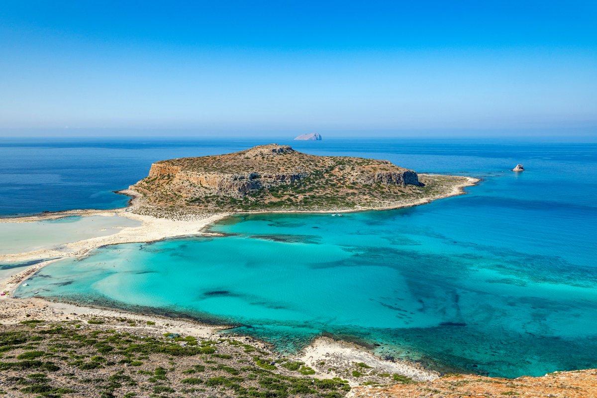 """.@SzymonZareba w najnowszym tekście: """"Rosnące zainteresowanie państw wschodniej części basenu Morza Śródziemnego podmorskimi złożami ropy naftowej i gazu ziemnego prowadzi w ostatnich latach do wzrostu napięć w regionie"""" - https://bit.ly/345wAXQ  #MediterraneanSea  #seaboundarypic.twitter.com/ttqu16ew7K"""