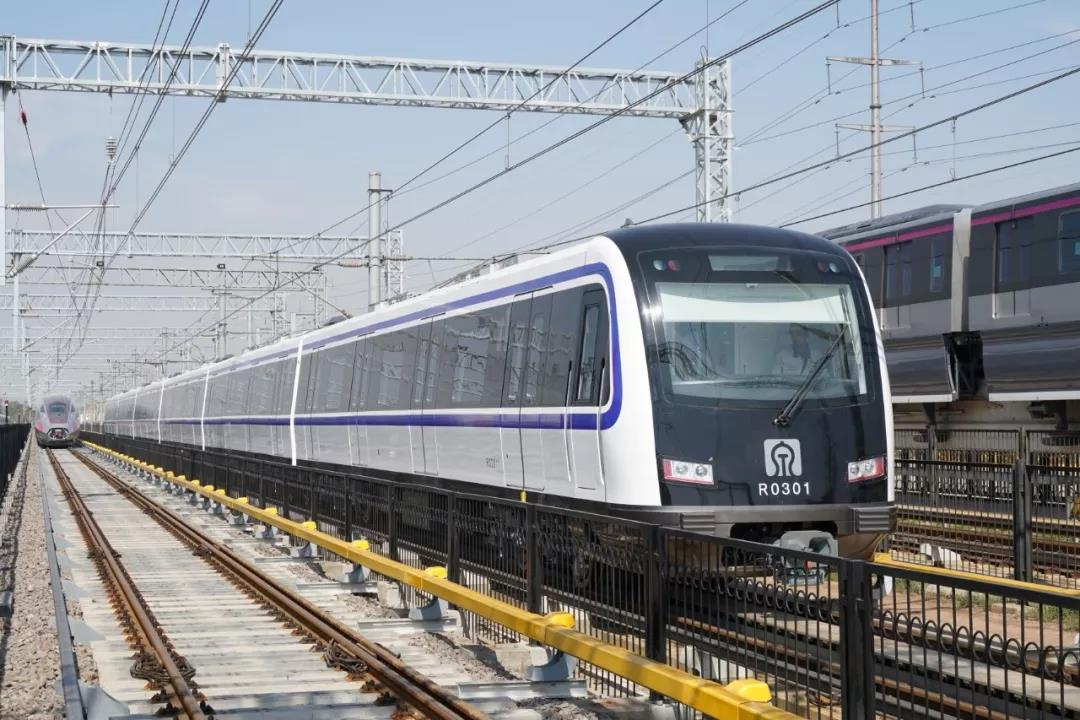 The Jinan Rail Trainsit Line 3 recently opened to the public! The core technology of traction, braking and network control systems within the field of urban rail vehicles has been solved and consolidated by #CRRC Sifang. These three areas are integrated in China for the 1st time.