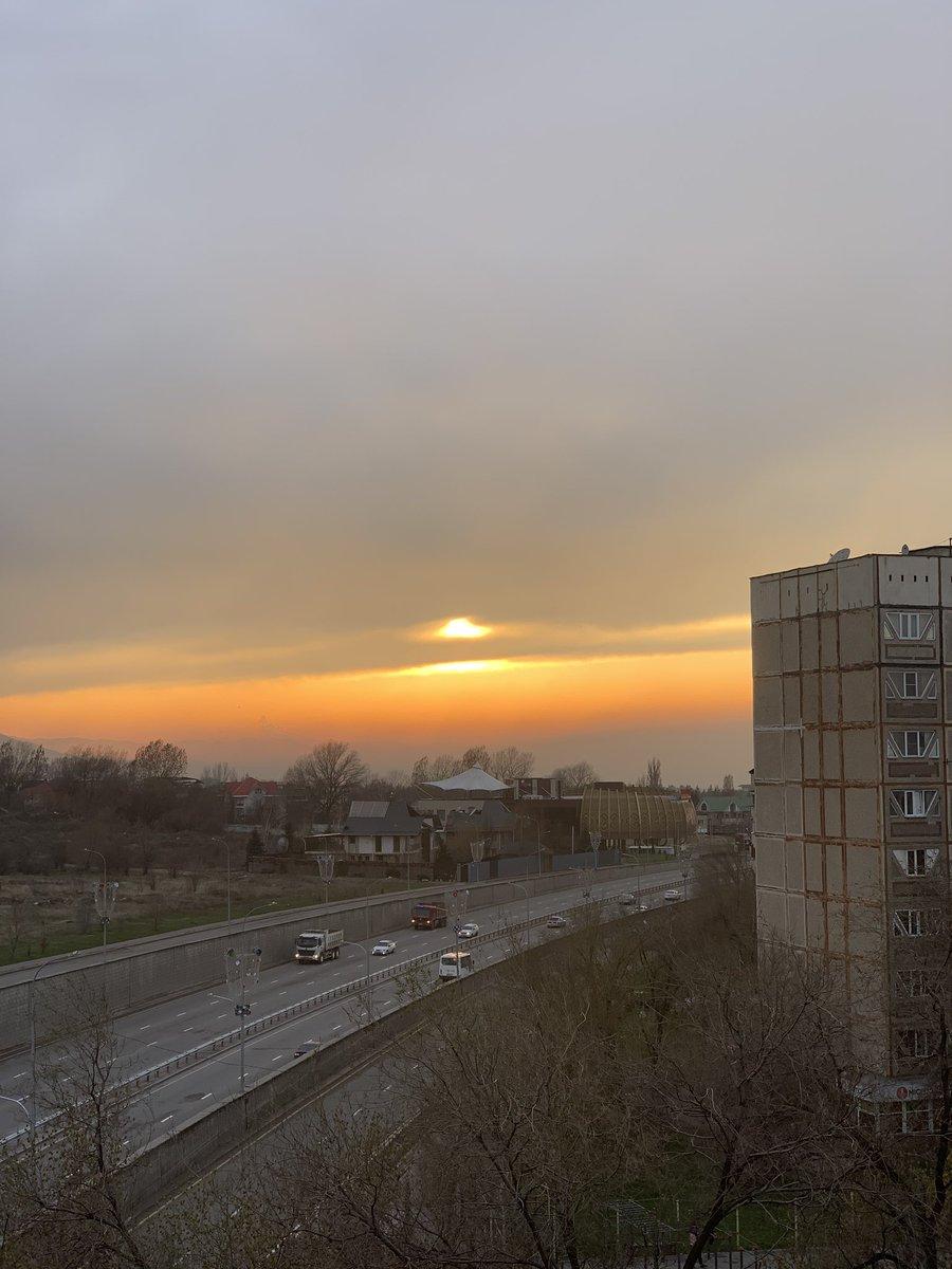 Закат огонь #Алматы pic.twitter.com/vB35gZK6gF