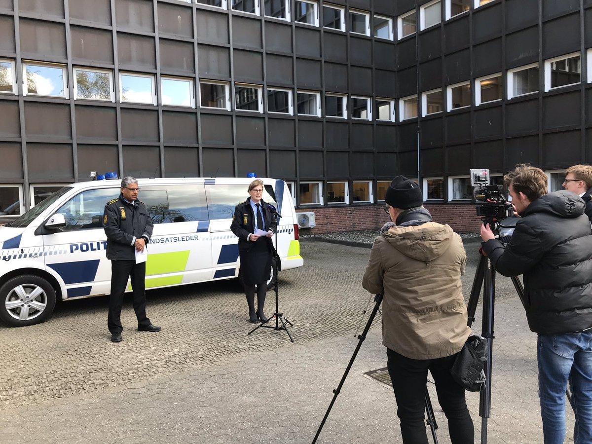 Stor ros til jer østjyder fra vores politidirektør. I er gode til at overholde reglerne. Hold nu fast - også i det gode påskevejr. Lad vær med at forsamle jer på de samme grønne områder. #politidk https://t.co/ssUvcthap6