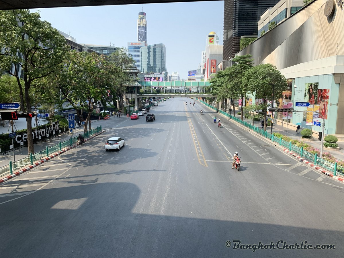 Heart of Bangkok at weekday 3pm. #Thailand pic.twitter.com/EvCfn5HdYA