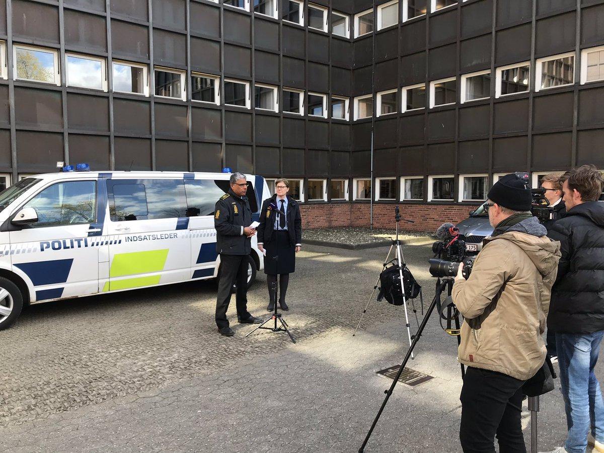 Vi kommer til at være meget synlige i gadebilledet i Østjylland hen over påsken. For at passe på jer og sikre at reglerne bliver overholdt. God påske! #politidk https://t.co/dAMRpqnCXe