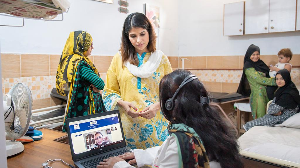 #RolexAwards Associate Laureate Sara Saeed is using her network of women doctors to bring vital medical care to communities in Pakistan. Saeed is offering her @SehatKahani telemedicine service for free in the fight against #Covid19. #AnyoneCanChangeEverything https://t.co/Wrn8U2Weqc