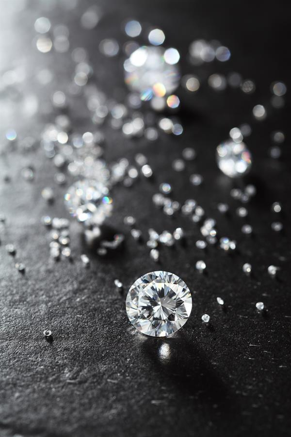 Diamonds are a girl's best friend, and diamond is the birthstone of April! Happy Birthday to all our April babies.  #aprilbirthday #diamondsareagirlsbestfriend pic.twitter.com/JkzsvfrXUG