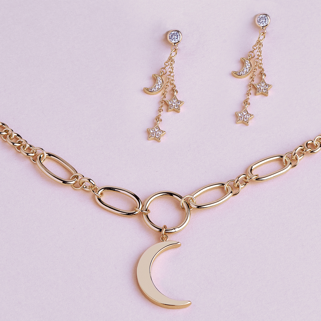 Try to look at the bright side of things ✨ . . . #sterlingforever #newcollection #celestial #moon #stars #toggle #chainlink #CZ #fashion #trendy #jewelry #styleguide #jewelrylove #cute #statement #shop #shoponline #stayhome #giftidea