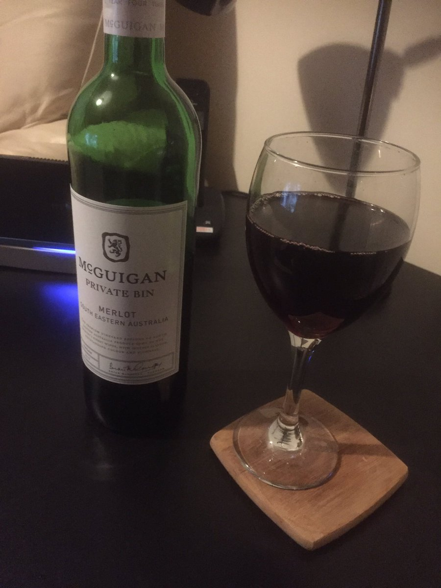 Nothing else for it on a Friday night. Cheers everyone! #redwine pic.twitter.com/ruRzctJXlw