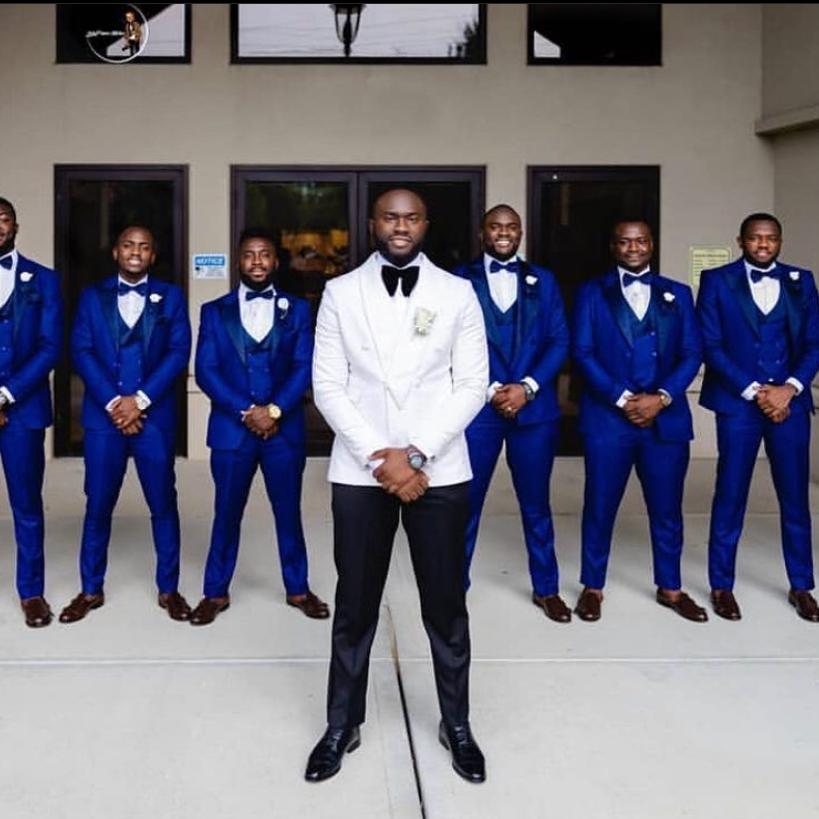 LUXE GROOMSMEN FEATURE:  @sammykakra  . . . . #luxekurves #luxemen #luxewedding #wedding #weddingvibes #menfashion #men #mensuits #media #groomsmen #groom #fsfashion #fashionpic.twitter.com/D82UBWobx6