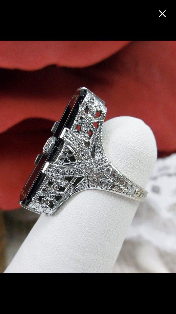 🖤🖤The filigree for this ring is just stunning 🖤🖤 #onyx #diamond #antiqueoriginal  • • •  #🌸  #✨ #💕 #jewellcloset #jewelrysale #jewelryaddict #ringsdaily #ringsofinstagram #antique #vintage #edwardian #artdeco #decofashion #roaringtwenties #artnouveau #style #victorian