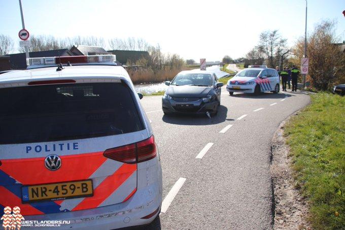 Geluk bij een ongeluk op de Molenweg (N468) https://t.co/ASd9m6Zvx5 https://t.co/frbsBOEWzv