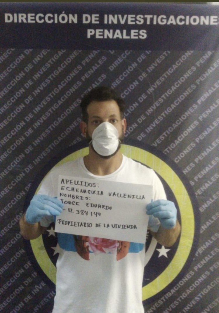 Este es el #enchufado contagiado de #virusChino y panita de #TarekWillianSaab que no quería que lo grabaron y le dijo #Sapos al #FAES en su cara. #tasPillaoSabandija #TeamHDP https://t.co/EHod1ZO8l6