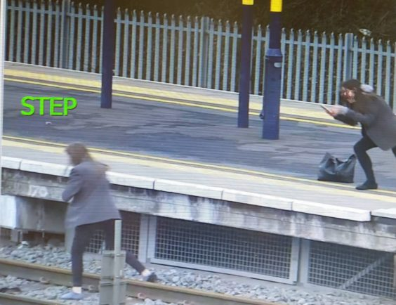 test Twitter Media - 🛤 As we all make our essential journeys, taking a short cut across the railway is never an option - no matter how pushed for time you are! 😡  ⚠️ Trespassing is not only incredibly dangerous, but it's illegal.  ➡ https://t.co/udEcA5EP2K   📷 : Bromsgrove Standard   #YouVsTrain https://t.co/gLnwFkZ4Uf