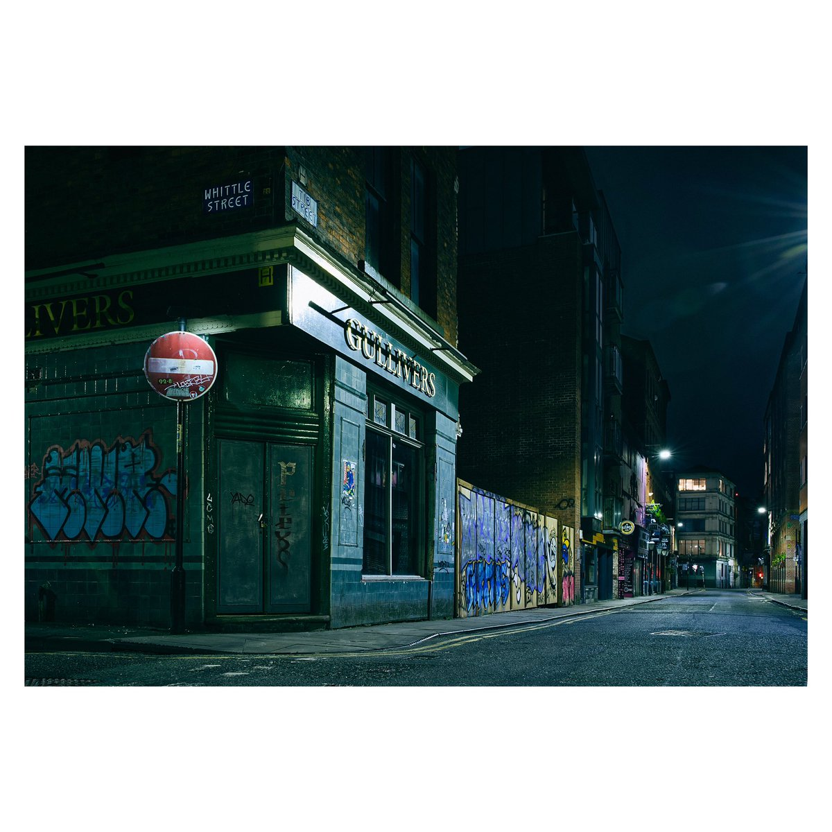 Nights out in Manchester aren't what they used to be #10 . Saturday 28th March 2020 21.00hr . #lockdown #manchester #isolation #social #distancing #manchester  #nightphoto #nightphotography #photo #nightout #sony #sonya7iii #mancmade #weareoca #weareuca #ilovemcr #nqmanchesterpic.twitter.com/JHH9BKzY6m