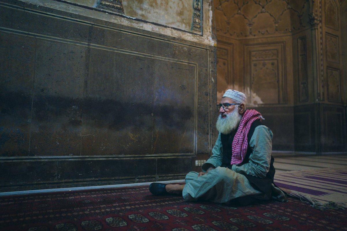 Evening light, Badshahi Mosque, Lahore 2019  #pakistan #sonyalpha #bealpha #sonya7riv #sony85mm14gm #sonygmaster #photooftheday #instatravel #natgeo #natgeotravel #beautiful #smile #colour #portraitphotography #portrait #portraits #instatraveling #places_wow #theglobewandererpic.twitter.com/7XCm3uFEQT
