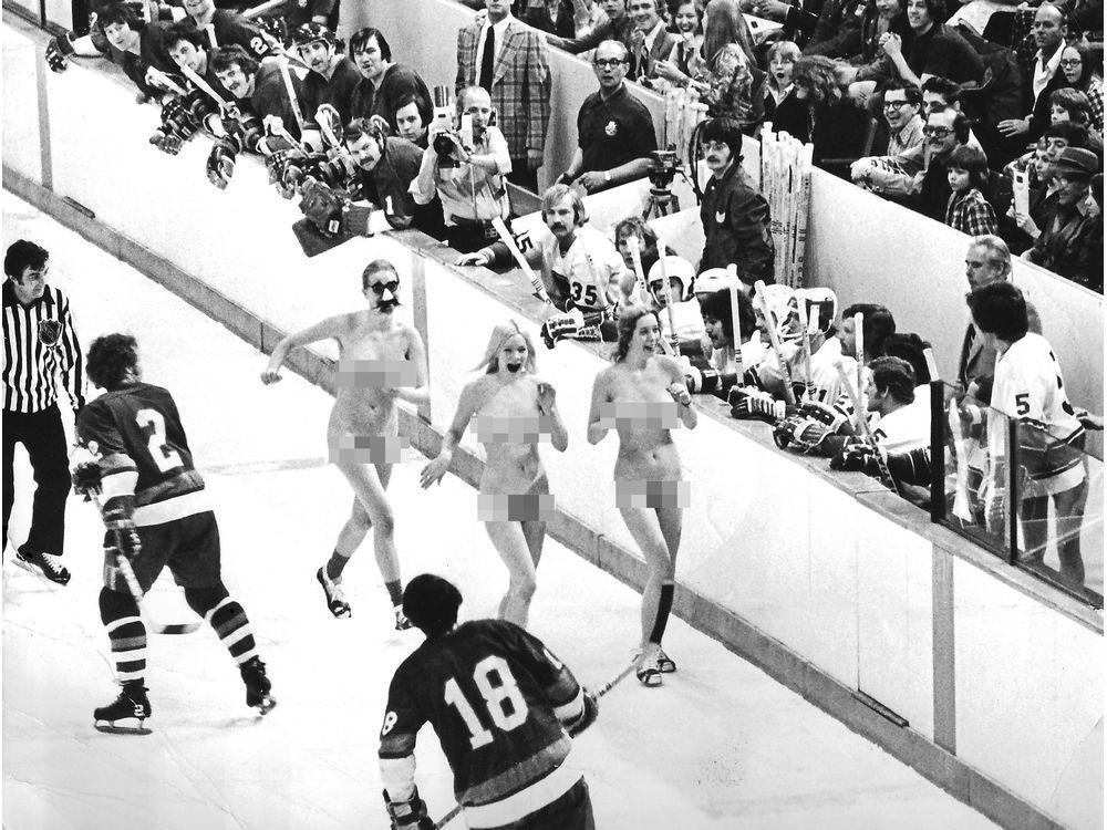 This Week in History, 1974: The Vancouver Canucks get streaked  https:// theprov.in/3bNsiaf    <br>http://pic.twitter.com/K2pf8BmdPa