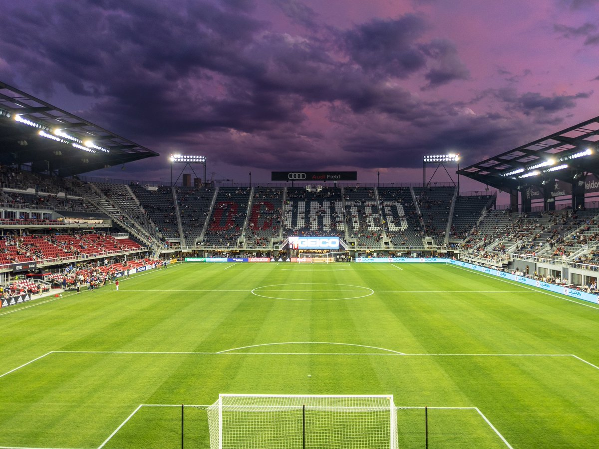 I do love the DC sunsets. Always look spectacular #DCUnitedKingdom #VamosUnited  #MLSUK #MLS  https:// twitter.com/AudiField/stat us/1246164592465776641  … <br>http://pic.twitter.com/xhea8NYEvF