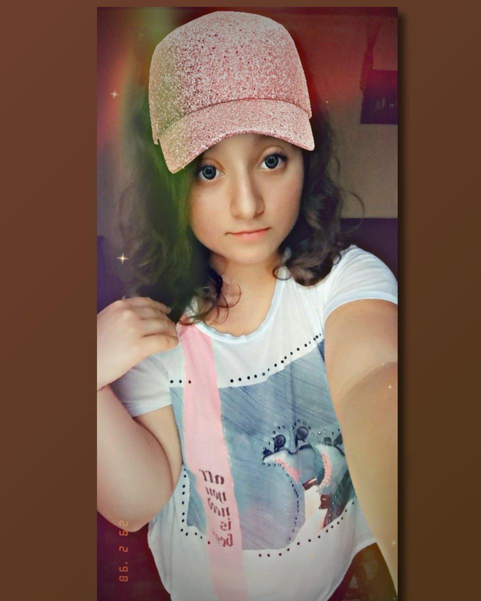 "✤""La✤  ✤vida✤  ✤es✤  ✤un✤  ✤viaje,✤  ✤no✤  ✤un✤  ✤destino""🌃✈✈✤ #hermosa #rainbow #hat #pink #skates #white #myeyes #green #lights #vintage #date #cool #cute #sweet #dreams #LikeForLikes"