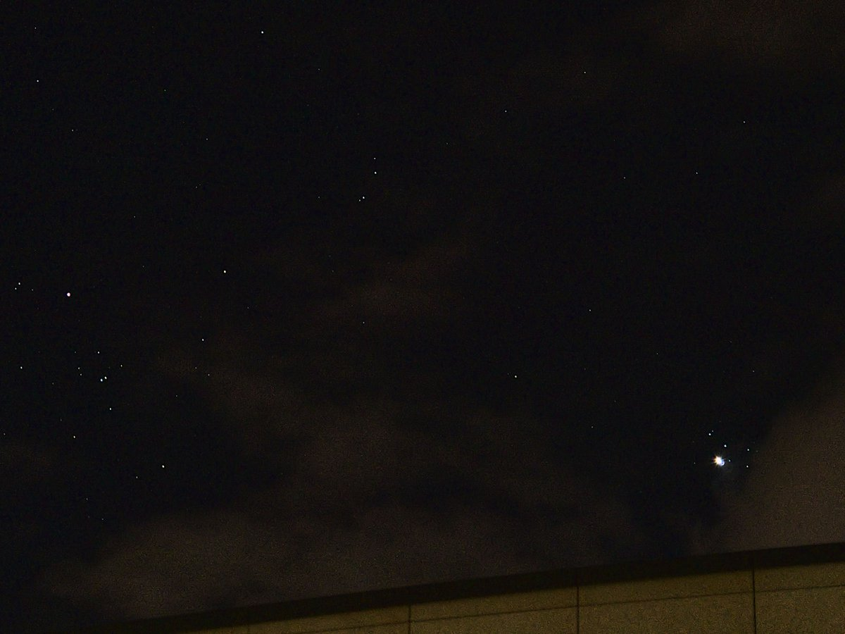 #Venus in front of #Pleiades Apr 03 21:34 CEST from #Stuttgart Aldebaran and Hyades at left pic.twitter.com/Obc9c96647