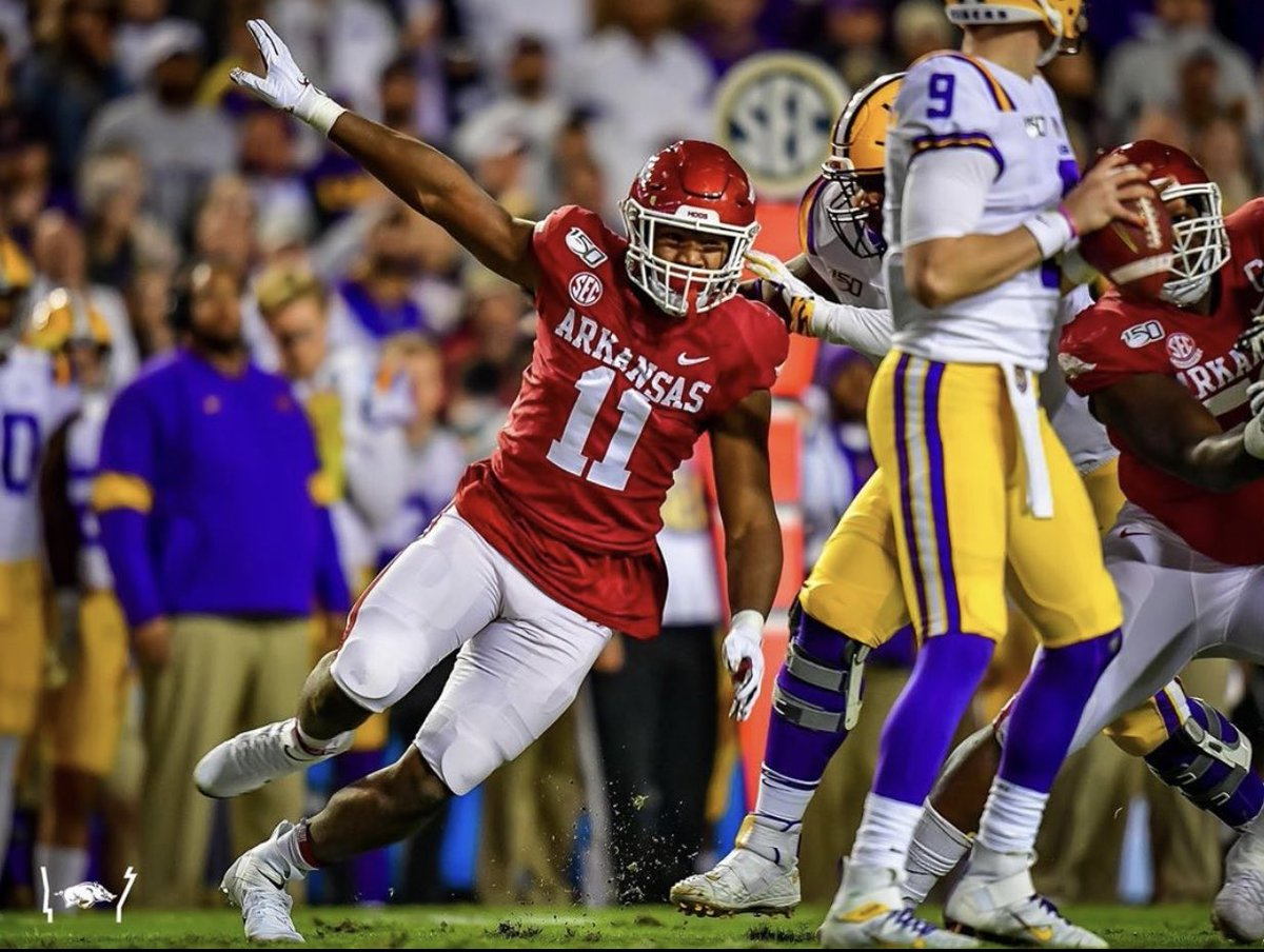 Blessed to receive an offer from the University Of Arkansas 🙏🏾 🐗 https://t.co/af2WAl9FXa