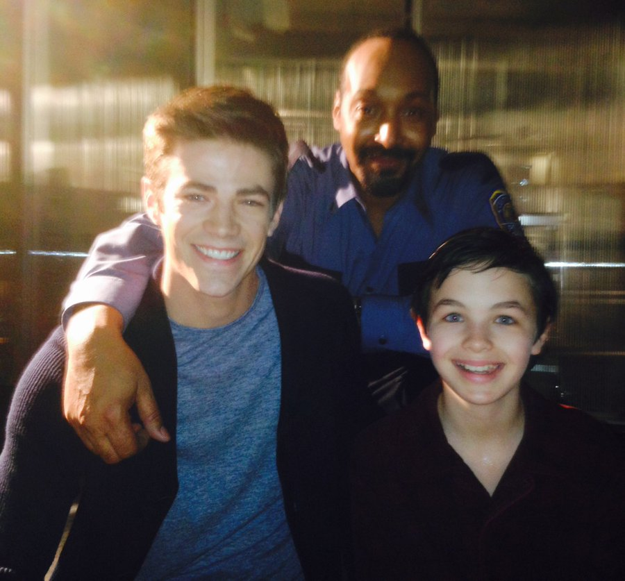 Tragic News today @LoganKWills The kid that played young Barry Allen on #TheFlash died today. My Condolences go out to his family and friends, Rest in Peace Logan may you never stop Running   pic.twitter.com/z8er6G11w2