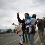 Image for the Tweet beginning: Venezuelan migrants flee Colombian quarantine