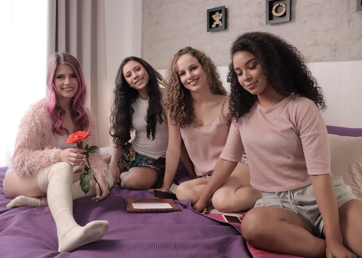Bailarinas, amigas, ya las van a ver en el video de #YMeEnamora 💕🎶   #lanzamiento #desdecasa #todosencasa #videooficial #YouTube #cancionnueva #nuevovideo #felizdia #amor #pinkhair #cantante #pronto #soon #yacasi #pendientes #abril