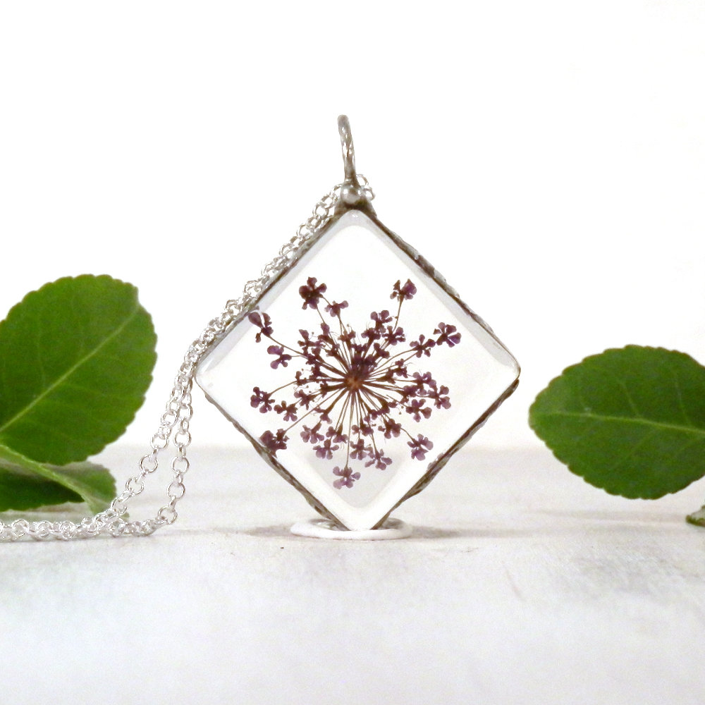 Queen Anne's Lace, terrarium necklace, purple flower, real flower jewelry, boho necklace, tiffany technique, glass terrarium, gifts for her  #boho #beach #bohochic #realflower #terrarium #gypsy #TerrariumNecklace