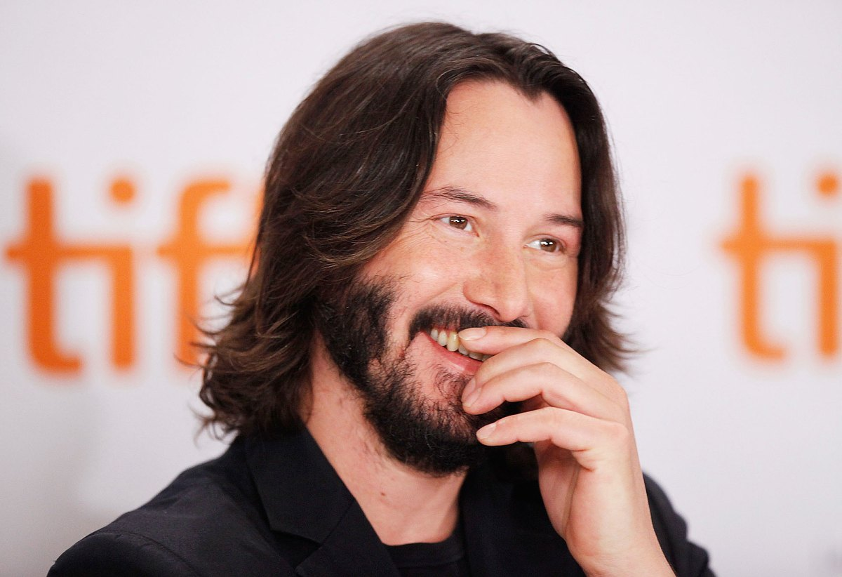 "Smile = good vibes. Simple 😉  What made you smile lately?... Have a beautiful weekend,  take care of you 🙏 [📷 ""Sept 15 2009, the #PrivateLivesofPippaLee star took the stage — and all the hearts — at the #TIFF"" @usweekly ] #KeanuReeves #Smile #StayHome"