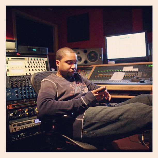Studio flow  Mixing/Mastering rates? Go here: http://bit.ly/krushstudios  #studioflow #studiotime pic.twitter.com/WKX0erljm8