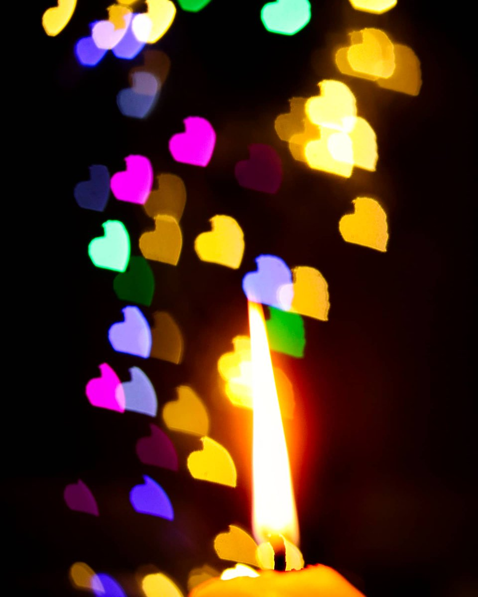 Heart Shape bokeh!!!  Captured with Canon 750D, 50mm 1.8  @Canon_India  #bokeh #bokehlights #Candles #photography #Photoshoot #PhotoOfTheDay #PicOfTheDay #photographer #lights #capturedoncanon #Creative #Lockdown21 #QurantineLife  #Qurantinepic.twitter.com/l6rjB6YPTO