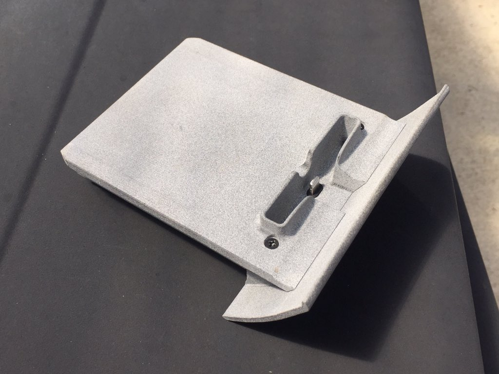 できたー!きゃっほう!! ハコスカ後期用純正灰皿コンバージョンiPhoneドックを作りました☆ いい!超いい!!  #DesignSparkMechanical #3Dcad #DMMmake #3Dprinted