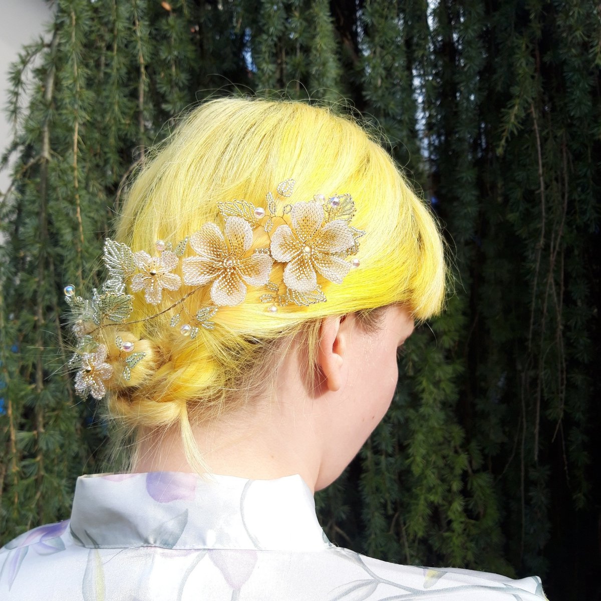 Modelled by my daughter the hair vine clipped to the side and gently draped before using a single pin to secure the end - stunning! @BritishCrafting http://ow.ly/T1Df50z4XnA  #tbch #weddinghair #bridalhairstyles #weddings #weddinginspiration #bridestyle #love #ukgifthour #ukgiftampic.twitter.com/ARJzu56IP1