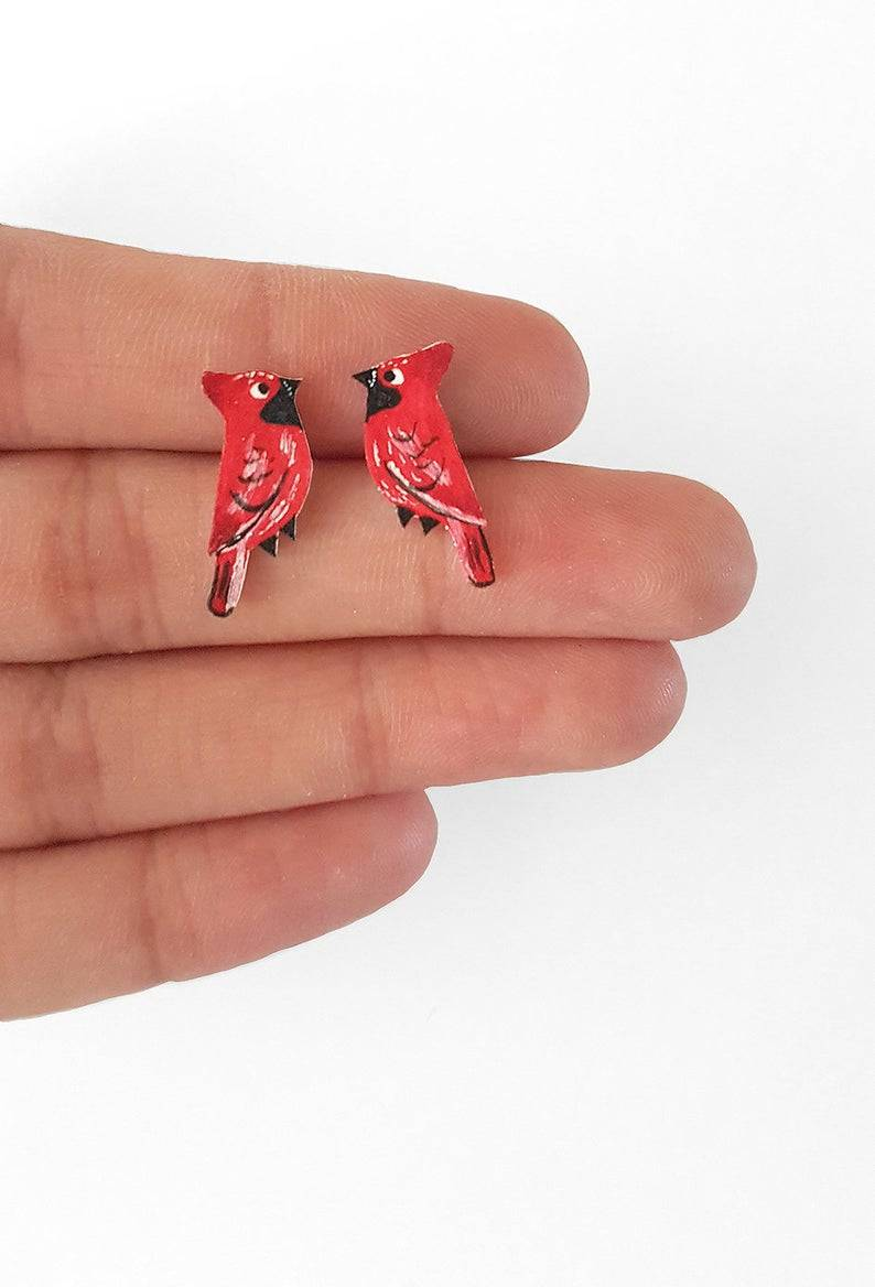 Morning #ukgiftam I do hope you are well? I make and sell jewellery just like this beautiful cardinal bird earrings! More birds in my #etsy store! #ukgifthour #giftideas #handmade #supportsmallbusiness #shopsmall #saturdaymorning