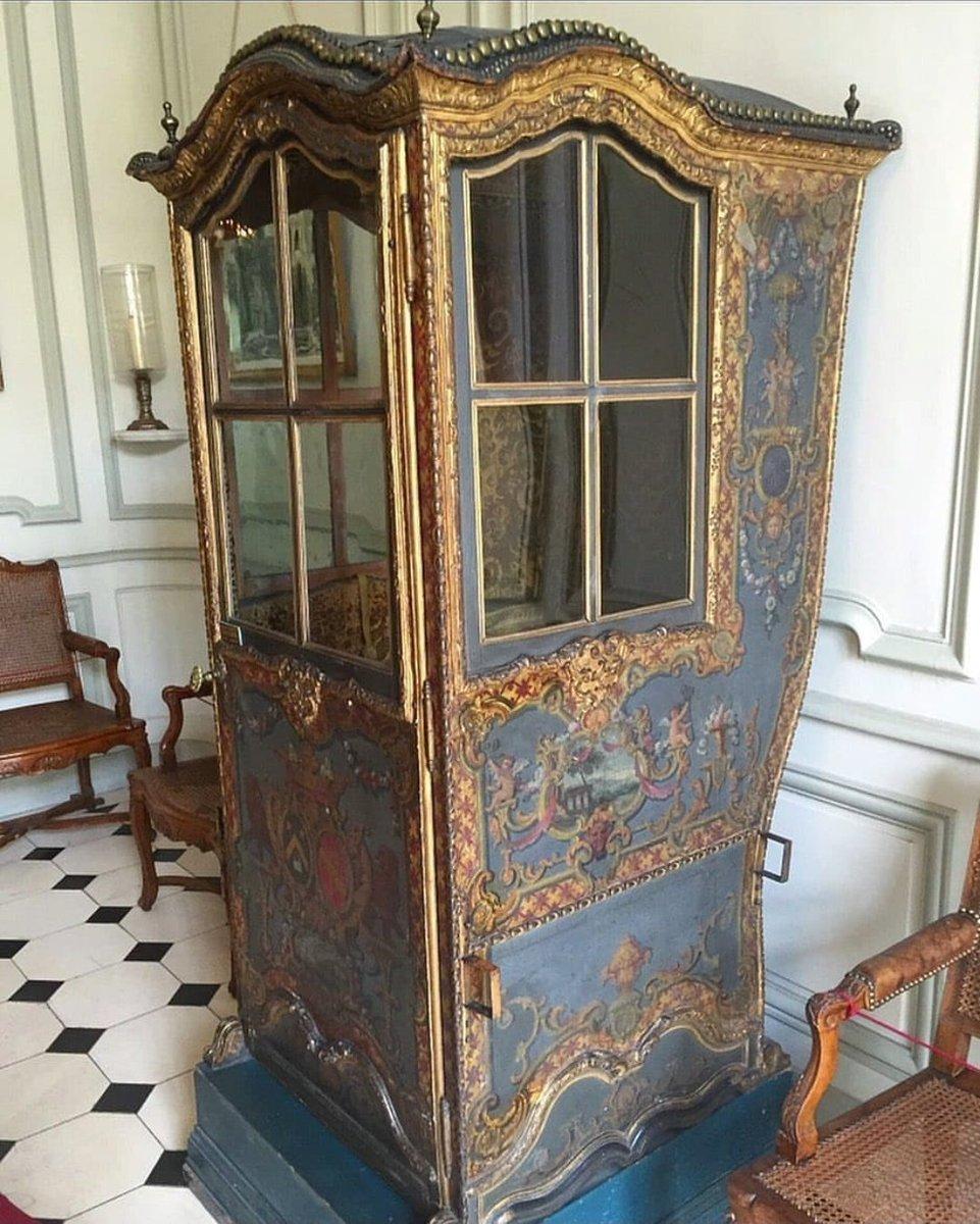 #Throwback #History #french #Transportation  King Louis XIV's sedan chair  https://t.co/QwlqBZDtgH https://t.co/3PhLG4nae0