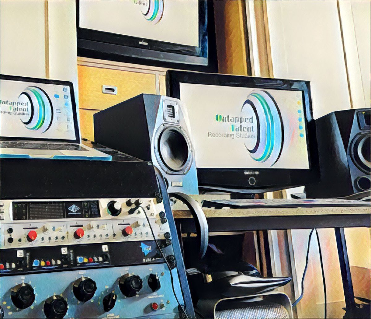 If you have music in need of editing, mixing or mastering then get in touch. We are still working remotely on projects even though the country is in lockdown, but that doesn't mean the music has to stop. In the meantime we hope everyone is staying safe and well #mixing #mastering pic.twitter.com/s2SGm7V6NN