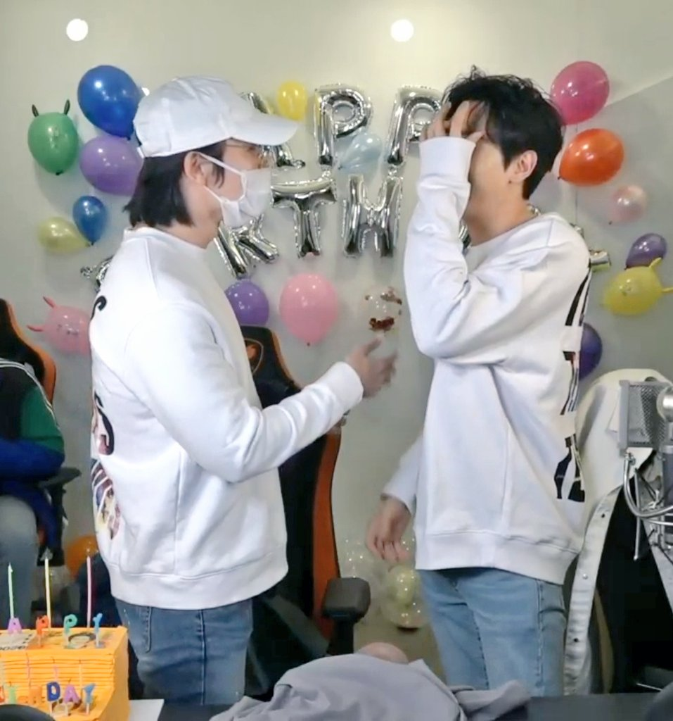 Nothing screams 'bitch back off, he is my E' than donghae dressing Hyukjae on his brand, same shoes brand and lipbalm and kiss him on his birthday party <br>http://pic.twitter.com/X4ccY2Fe4z