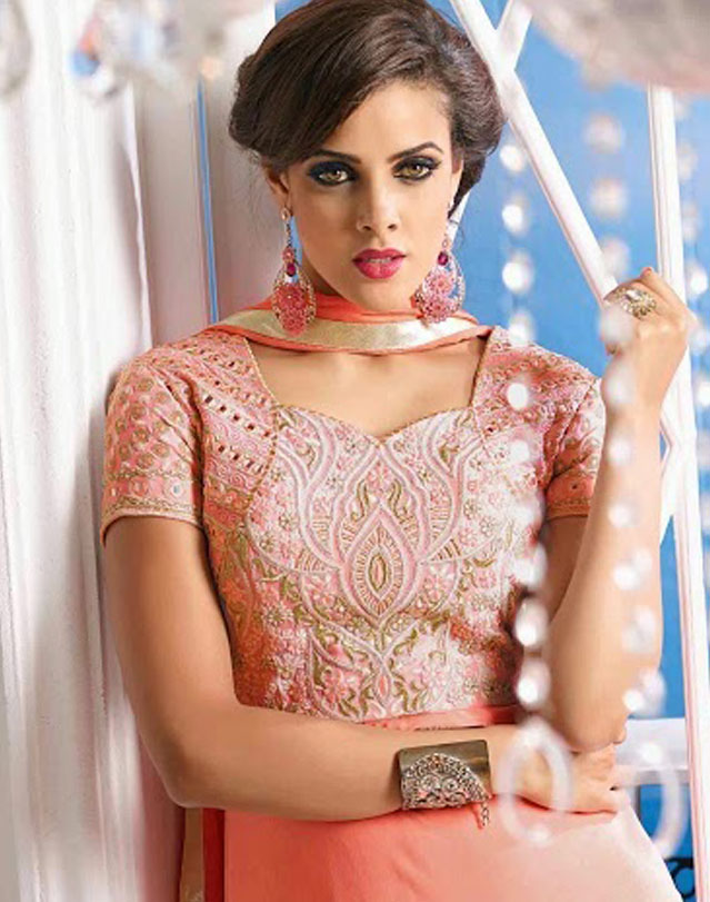 Can't get enough of the gorgeous #anarkali suits, and the exquisite detailing they come with ..   Shop here -> https://www.asiancouture.co.uk/brands/arihant   #IndianDress #Festivedresses #Indiancouture #Partywear #eid #eidulfitr #fashion #style #onlineshoppic.twitter.com/rqFRUnwCQz